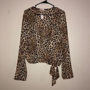 Tops - Leopard print crop top